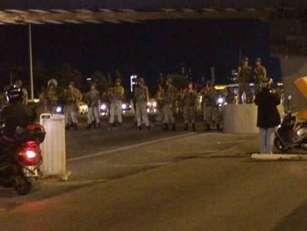 lovitura-de-stat-in-turcia-focuri-de-arma-in-ankara-podurile-peste-bosfor-au-fost-inchise-de-armata-145827