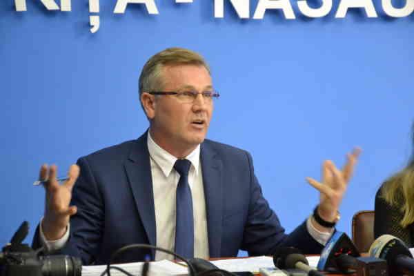 Activitatea funcționarilor de la ghișeele instituțiilor publice va fi evaluată de cetățeni
