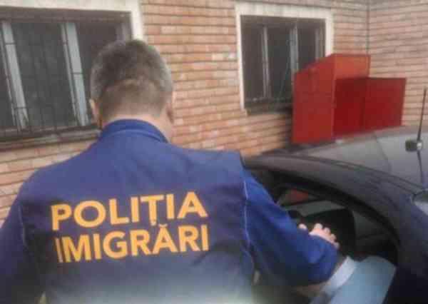 Basarabeancă descoperită de polițiștii de la Imigrări că a stat prea mult în Bistrița-Năsăud