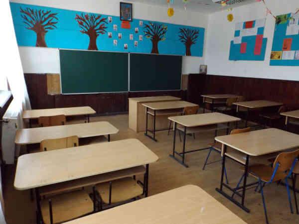 Elevii din anii terminali, singurii care vor merge la școală! Când se susțin Evaluarea Națională și Bacalaureatul