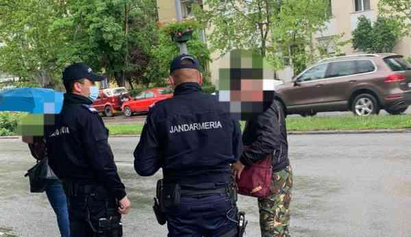 Tineri din Domnești și Beclenuț, la plimbare prin Bistrița, fără declarație! Le-au ieșit jandarmii-n drum