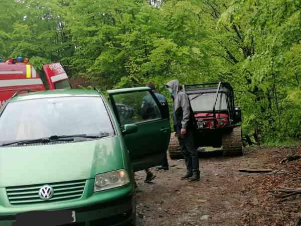 Paramedicii SMURD au intervenit într-o zonă greu accesibilă din Tureac! O femeie rănită a fost dusă la spital