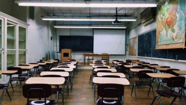 Elevii ar putea reveni la școală în luna februarie
