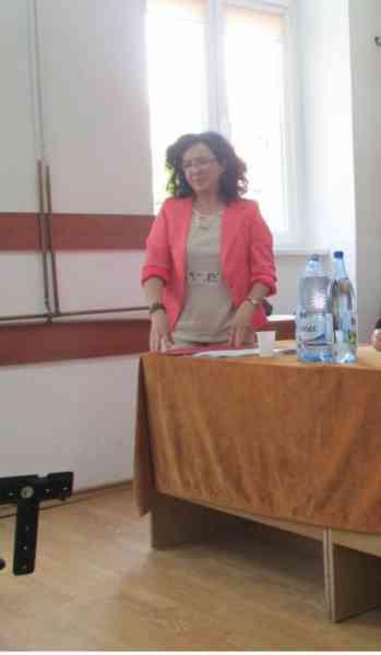"""VIDEO: O profesoară din Bistrița explică puștilor dintr-a IX-a cum """"Fata de împărat se f..e"""""""