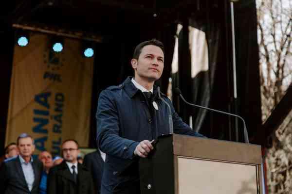 """Robert Sighiartău (PNL): """"România are o oportunitate istorică de dezvoltare și are nevoie de guvernare responsabilă, nu de show"""""""
