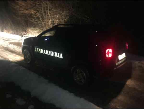 Petrecăreți din Năsăud și Suceava, vizitați de jandarmi! Ce i-a dat de gol
