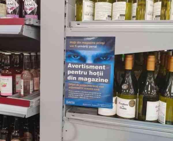 """Avertisment """"cu dedicație"""" pentru hoții români într-un magazin Tesco din Marea Britanie."""